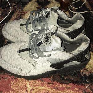 Nike Shoes - Nike Women's huraches Gray size 8